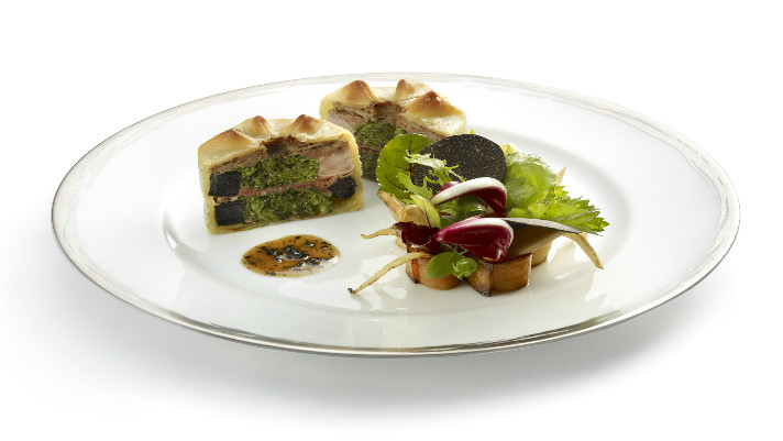(2)Pate chaud de pintade truffe - plat 100 ans - ADPA  (c) studio des fleurssite
